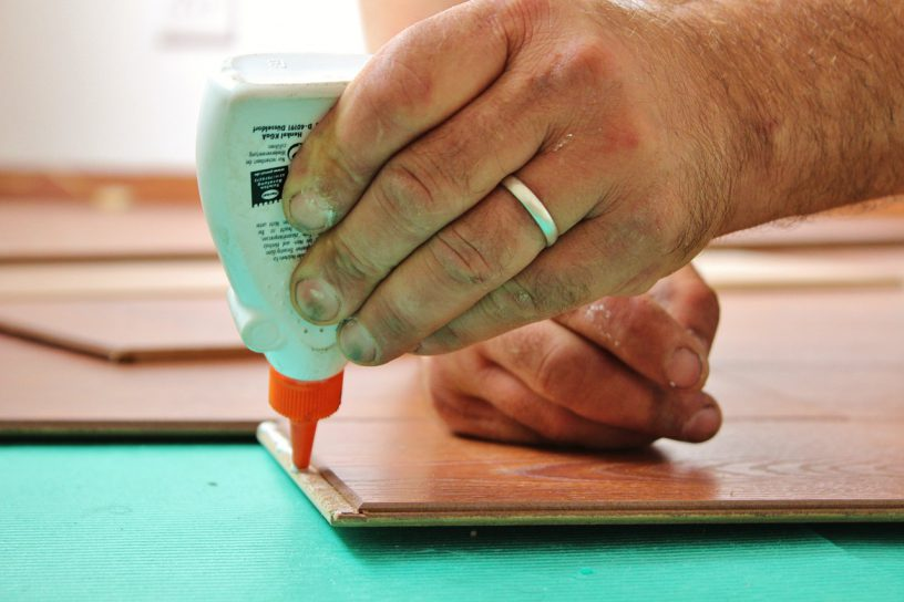 Hoe bereken je de gemiddelde kosten laminaat leggen?